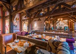 Crowne Plaza Muscat Ocec, An Ihg Hotel - Muscat - Restaurant