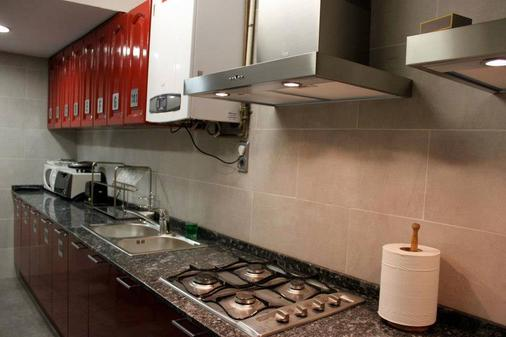 Hostal Alogar - Barcelona - Kitchen