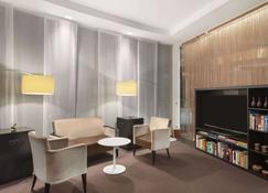 Ramada by Wyndham Graz - Unterpremstatten - Lounge