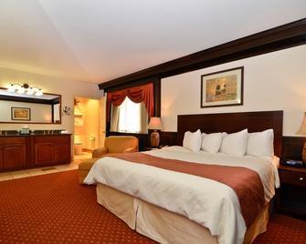 Best Western Plus Plattsburgh - Plattsburgh - Bedroom