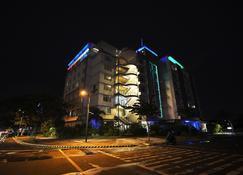 Paseo Premiere Hotel - Santa Rosa - Building