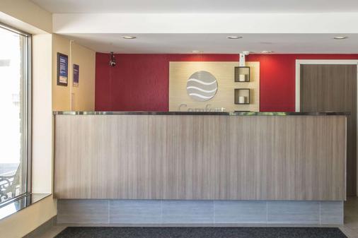 Comfort Inn - London - Front desk