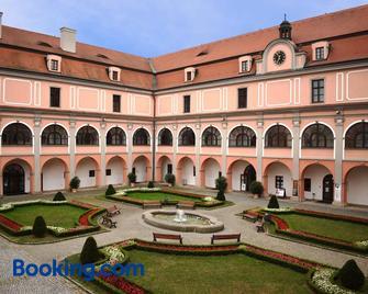 Zámecký Penzion - Valašské Meziříčí - Building