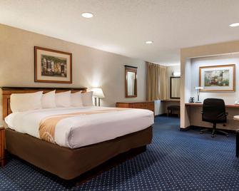 Quality Inn - Auburn Hills - Bedroom