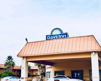 Days Inn by Wyndham Burleson Ft. Worth - Burleson - Building