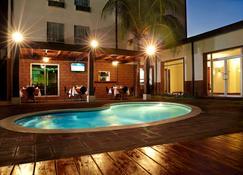 Comfort Inn Real San Miguel - San Miguel - Piscina