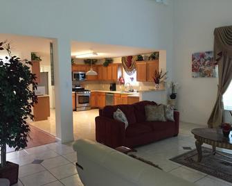 Paix Inn - Richmond - Living room