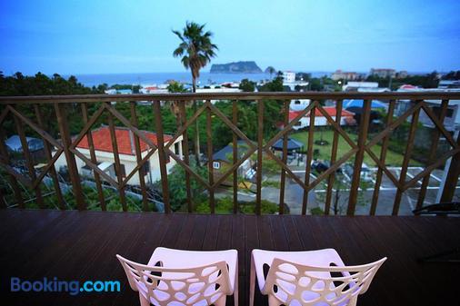 Galeum Guesthouse - Hostel - Seogwipo - Balcony