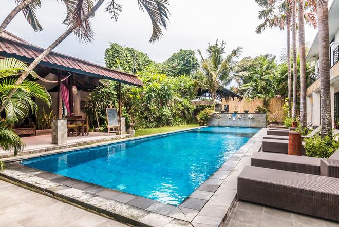 Zen Rooms Denpasar Tohpati - Denpasar - Pool