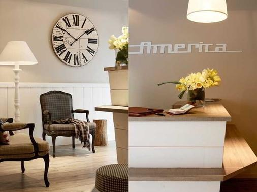 Hotel America - Cannes - Front desk