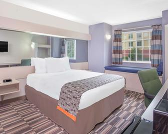 Microtel Inn & Suites by Wyndham Appleton - Appleton - Bedroom