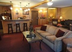 Fireside Inn and Suites - Devils Lake - Living room