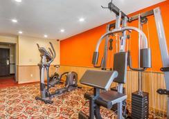 WI 麥迪森東北羅德威套房酒店 - 麥迪遜 - 麥迪遜(威斯康星州) - 健身房