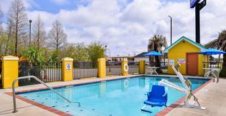 Americas Best Value Inn Gonzales - Gonzales - Pool