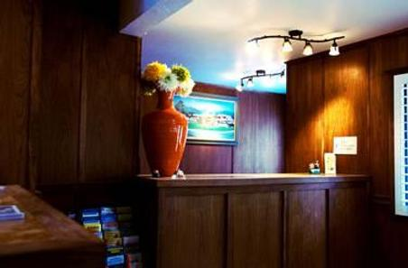 Hummingbird Inn - Ojai - Front desk