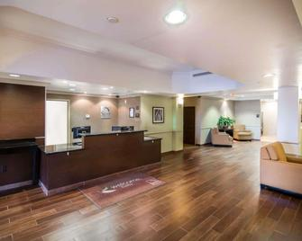 Sleep Inn And Suites Colby - Colby - Front desk