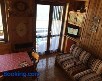Un 'gioiello' di fronte alle Dolomiti - Carano - Living room