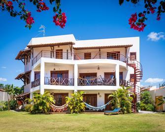 Hotel E Pousada Cumbuco Guesthouse - Cumbuco - Building