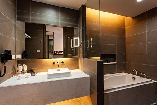 Best Western Premier Sukhumvit - Bangkok - Bathroom