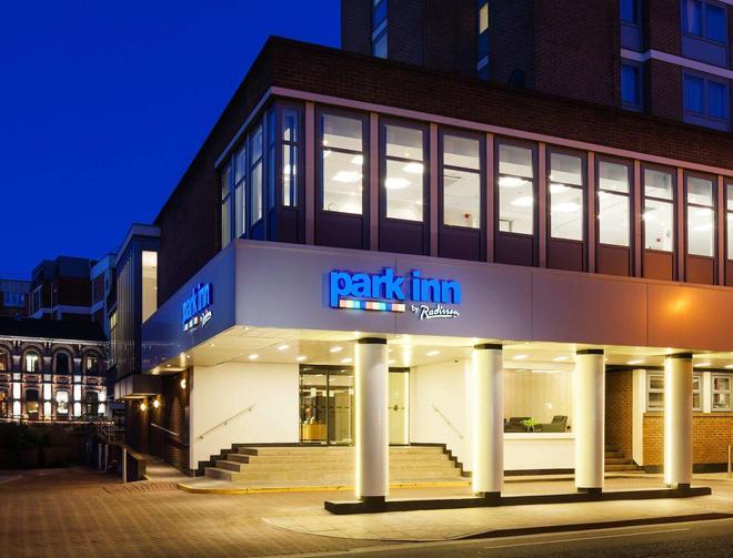 Park Inn York - York - Building