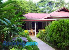 Buisson Guest House - La Digue Island - Edificio