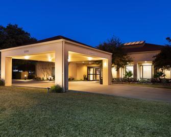 Courtyard by Marriott Dallas-Fort Worth/Bedford - Bedford - Gebäude