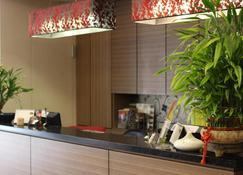 Home Full Hotel - Jincheng - Lễ tân