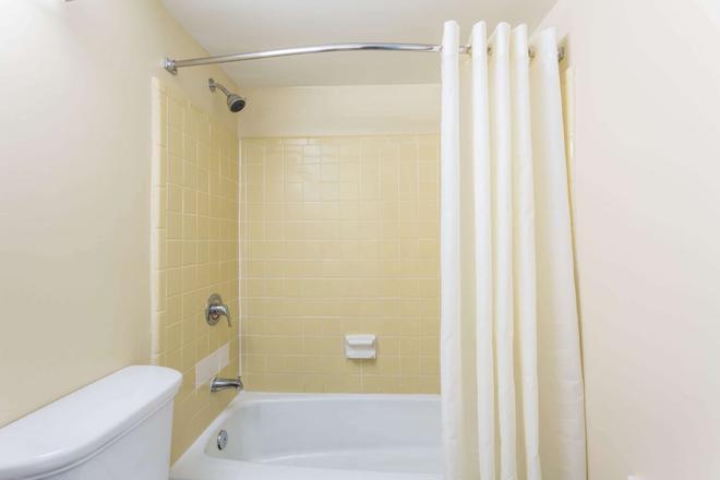 海灘區弗吉尼亞豪生海灘酒店 - 維吉尼亞海灘 - 維吉尼亞海灘 - 浴室