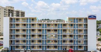 Howard Johnson by Wyndham Virginia Beach At The Beach - Virginia Beach - Edificio