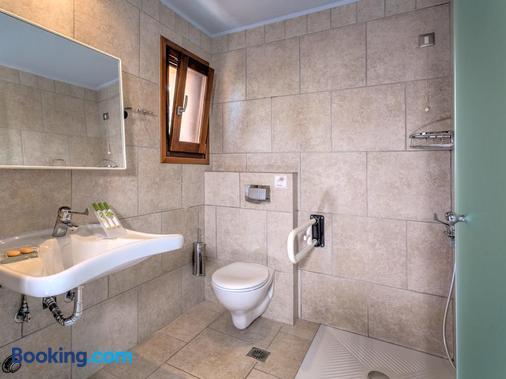 Fiscardo Bay Hotel - Fiskardo - Bathroom