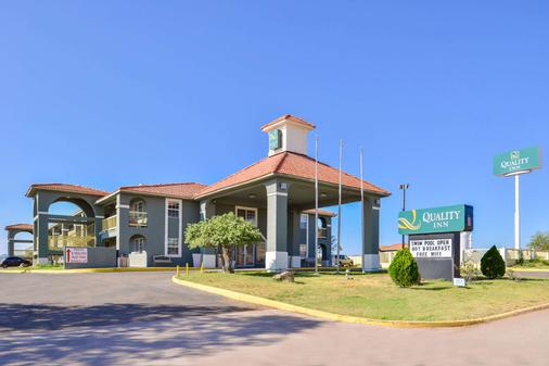 Quality Inn - Van Horn - Building