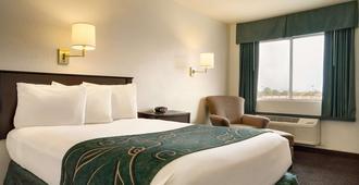 Travelodge by Wyndham Winslow - Winslow - Bedroom