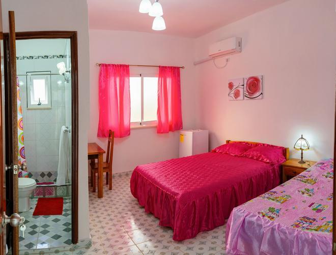 Italians Friends - Havana - Bedroom