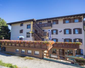Hotel Trentino - Folgaria - Gebäude