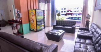 Nova Kuching Hotel - Kuching - Olohuone