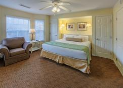 Holiday Inn Club Vacations Oak n' Spruce Resort - Lee - Bedroom