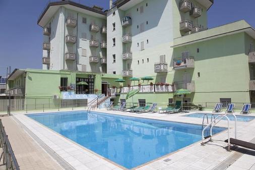 維耶內洛酒店 - 迪耶索洛 - 游泳池
