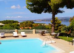 Belvista Luxury Apartments - Lassi - Pool