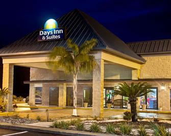 Days Inn & Suites by Wyndham Davenport - Davenport - Budova