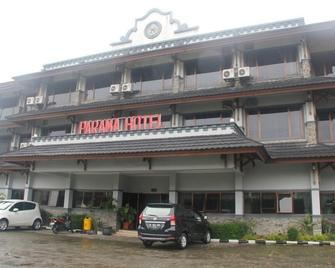 Parama Hotel Puncak - Puncak - Building