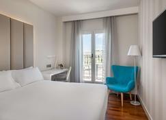 NH Madrid Nacional - Madrid - Bedroom