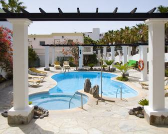 Aparthotel Esquinzo Y Monte Del Mar - Esquinzo - Zwembad