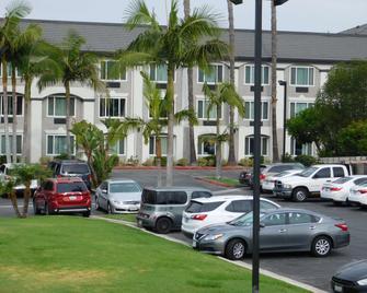Best Western Plus Anaheim Orange County Hotel - Placentia - Gebäude