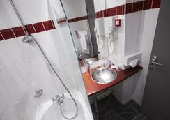 Hotel Kyriad Marseille Centre - Paradis - Prefecture - Marseille - Bathroom