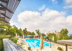 Ruth Safed Hotel - Zefat - Pool