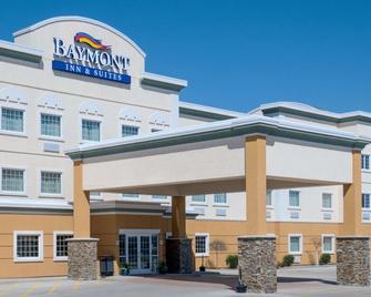 Baymont by Wyndham Minot - Minot - Building
