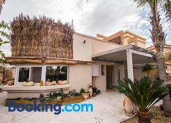 Desert Home - Mitzpe Ramon - Building