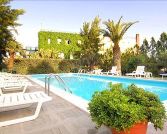 Hotel Eden Riviera - Ачі-Кастелло - Pool