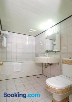 Ever Luck Hotel - Kaohsiung - Bathroom