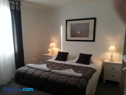 Hotel L'idéal Le Mountbatten - Arromanches-les-bains - Bedroom